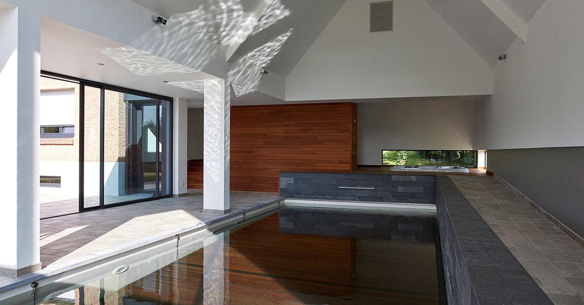 piscine intérieure à fond mobile
