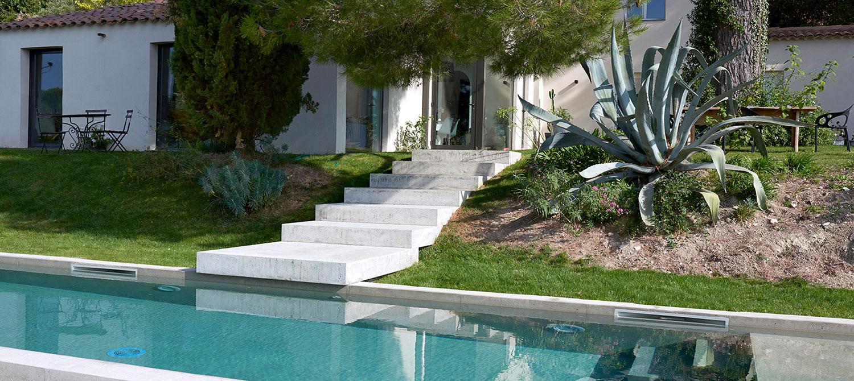 escalier piscine en béton