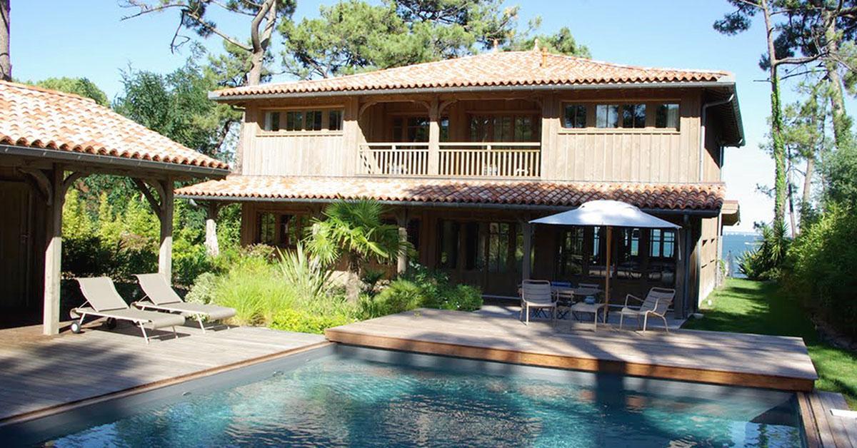 maison bois avec piscine
