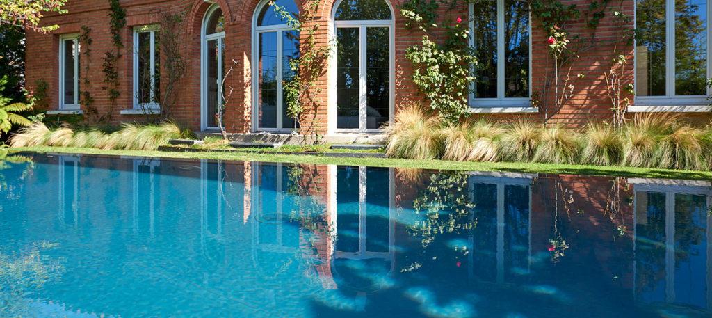 piscine à débordement miroir