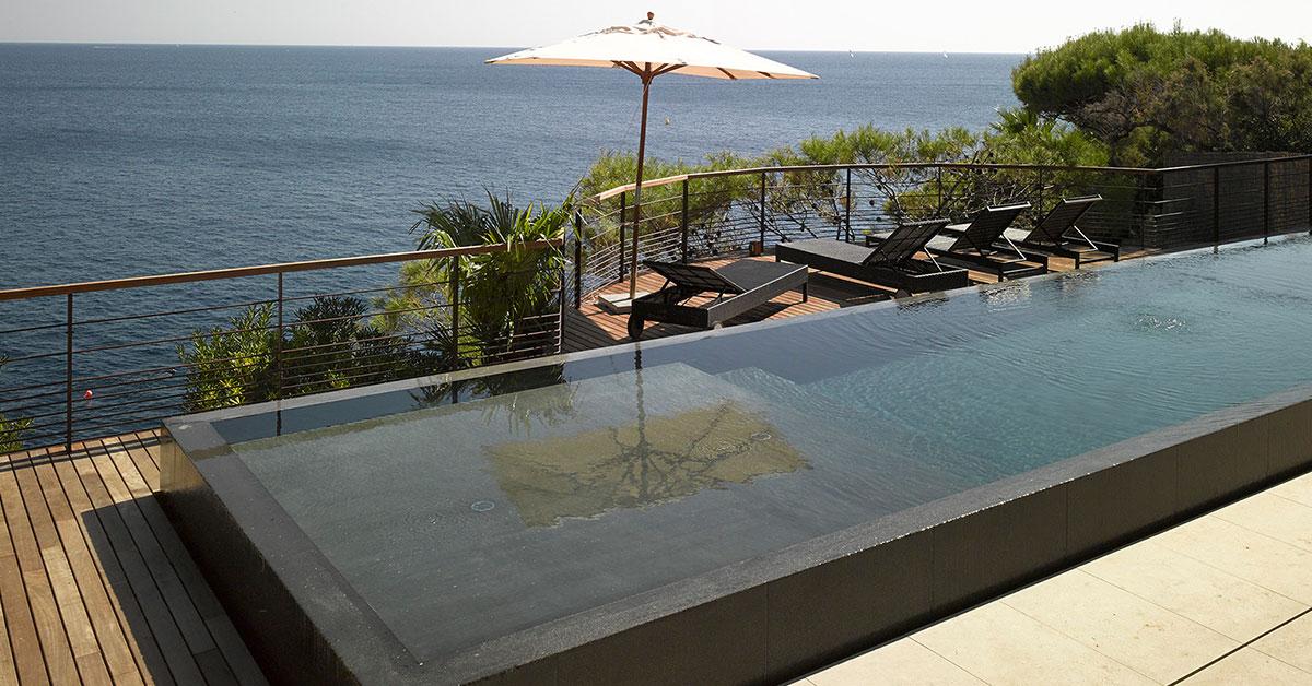 piscine miroir béton avec plage immergée