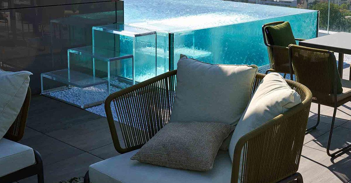 piscine inox verre et mobilier outdoor