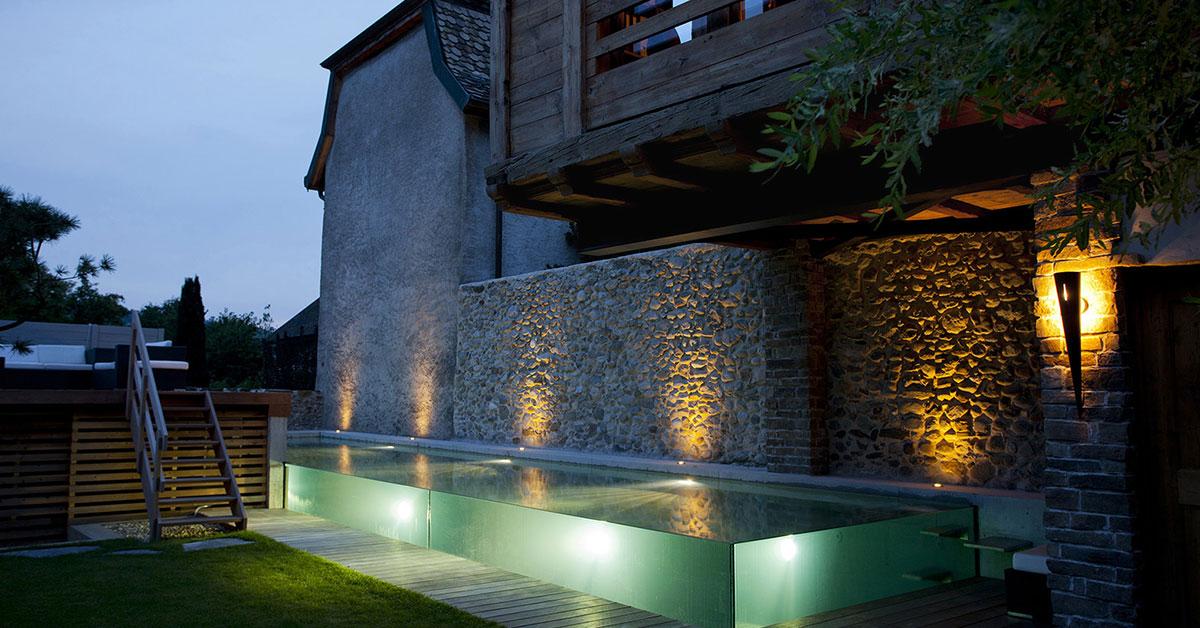 piscine de nuit transparente