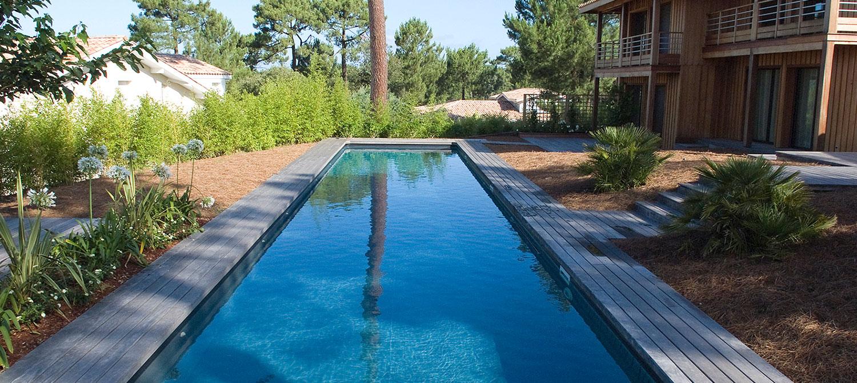 couloir de nage avec terrasse bois