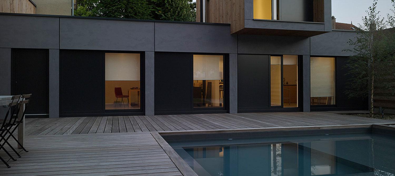 piscine carrée esprit bassin avec terrasse bois