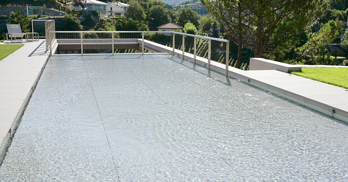 piscine plancher relevé