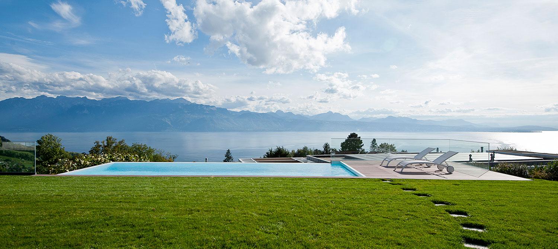 piscine à débordement sur deux côtés