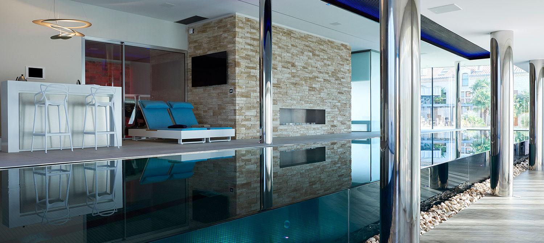 grande piscine intérieure