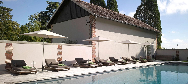 piscine collective maison d'hôtes avec espace détente