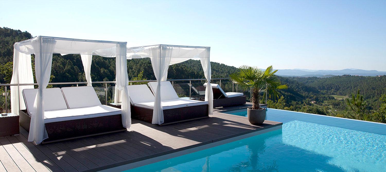 piscine avec espace détente
