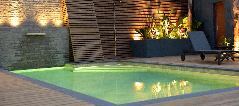 piscine mosaïque avec plage bois