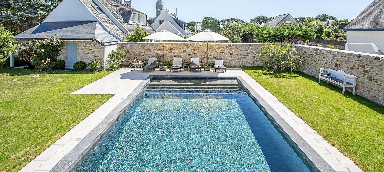piscine paysagée carrelage