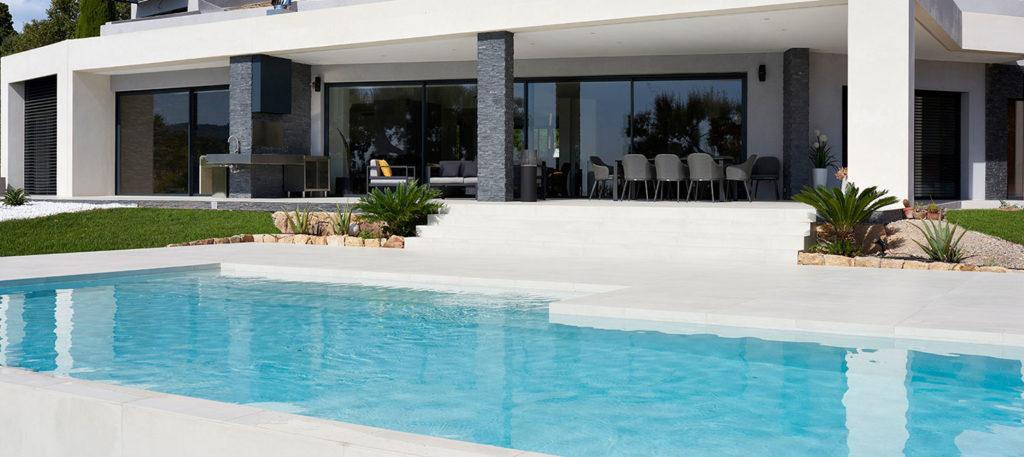 piscine en carrelage design