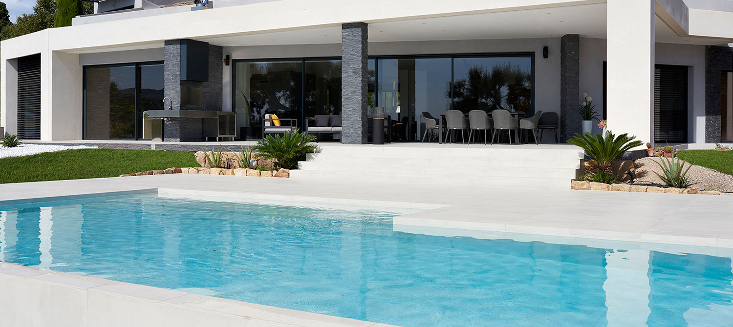 piscine en carrelage design