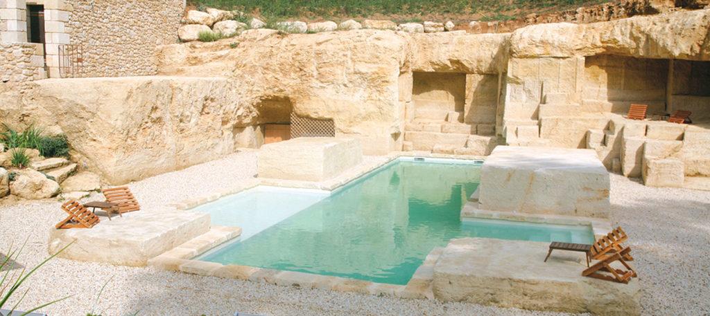 piscine sur-mesure construite dans une carrière