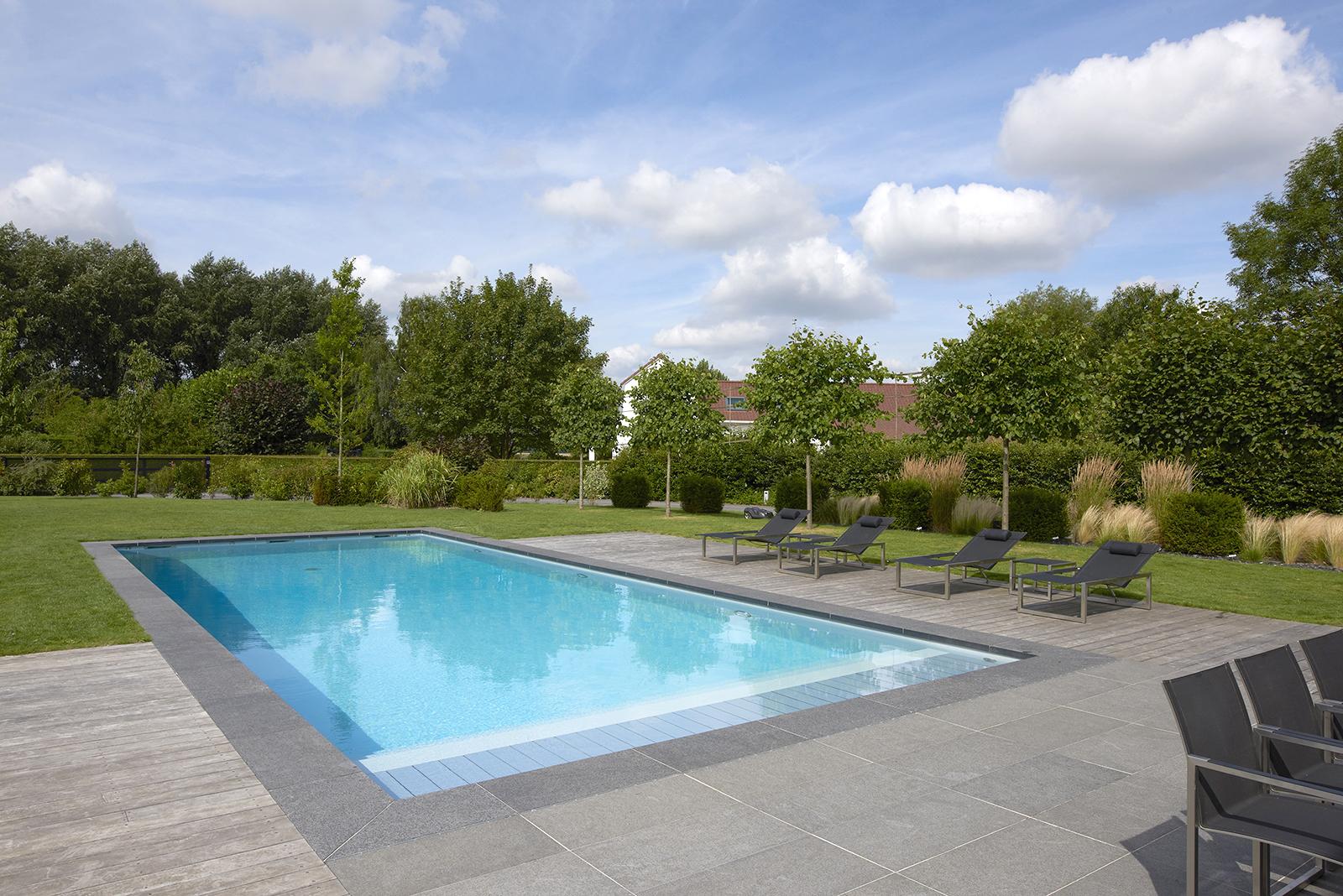 piscine rectangulaire liner blanc près de Versailles