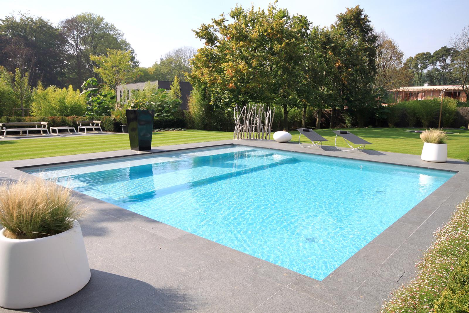 grande piscine carrée