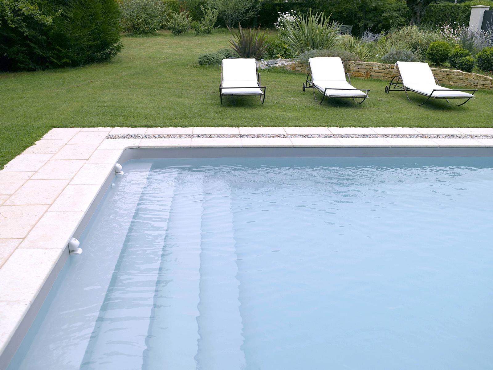 escalier piscine sur la longueur