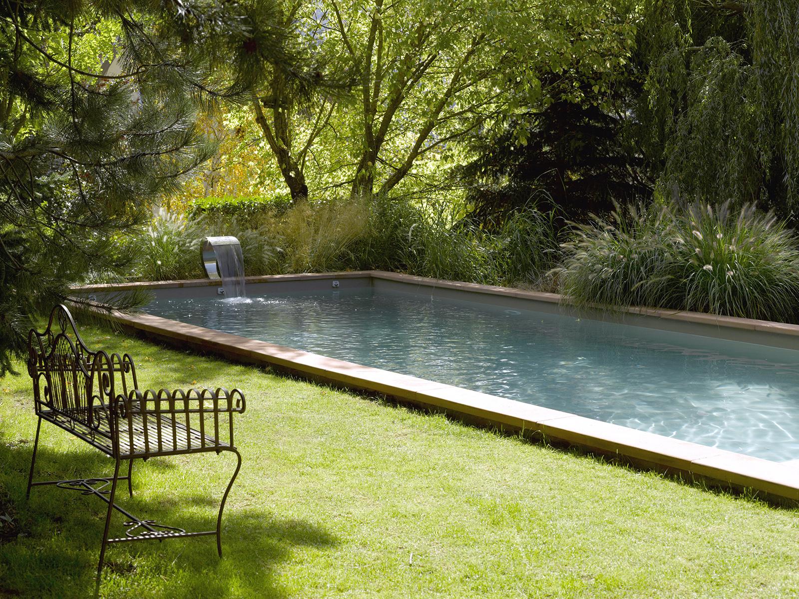 piscine béton en pleine nature