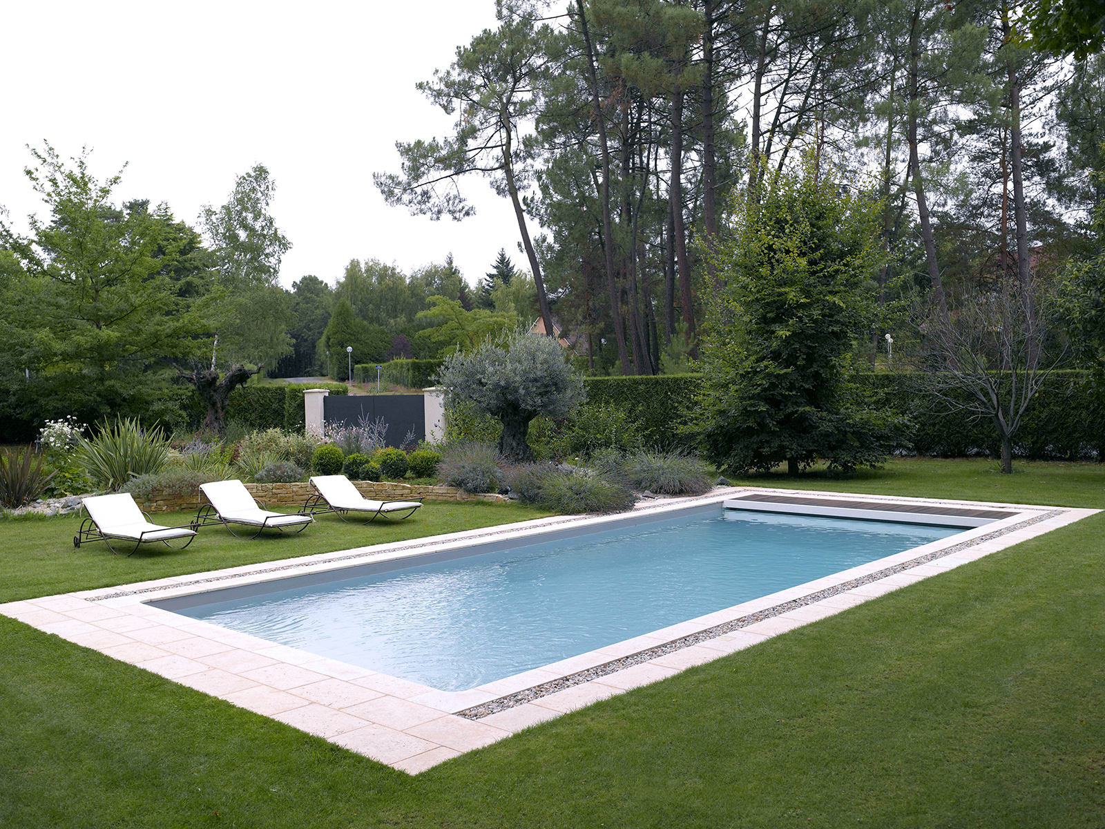 piscine rectangulaire paysagee chinon