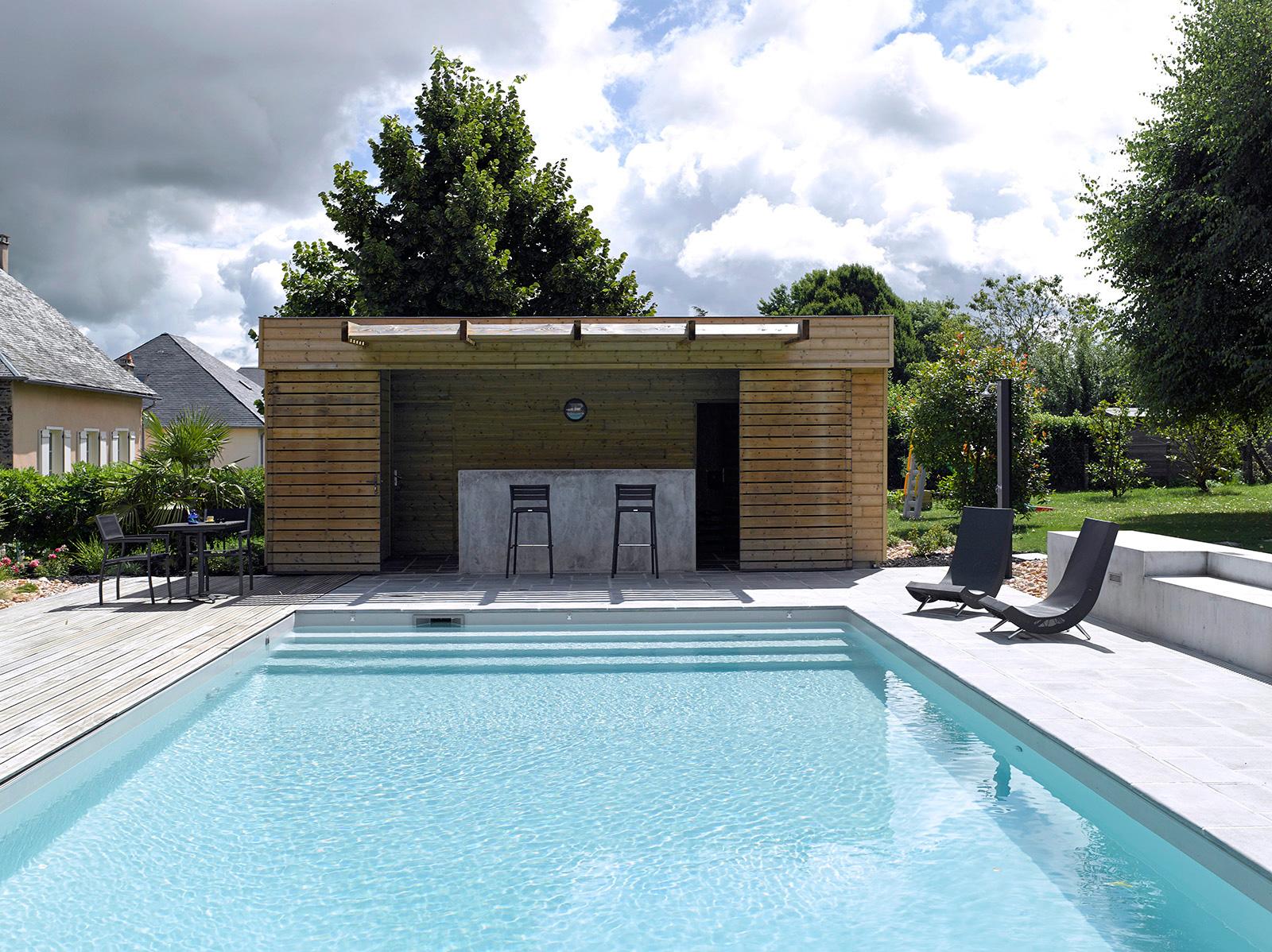 Construire Un Pool House piscine traditionnelle avec pool-house | piscines carré bleu