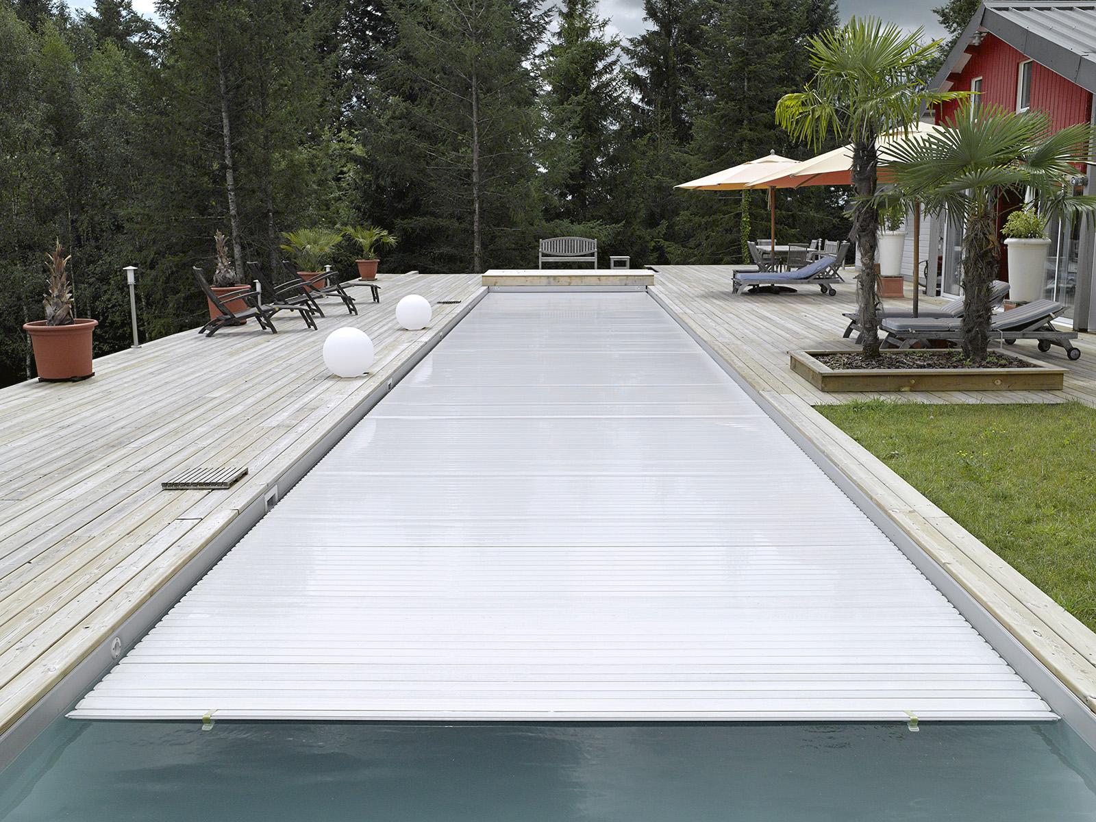 piscine couloir de nage avec volet brive