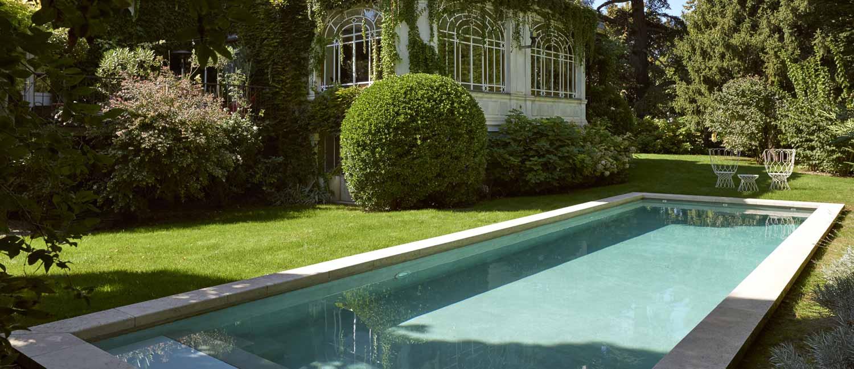 piscine familiale paysagée